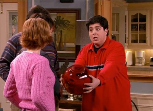 Porque es esferica!!!
