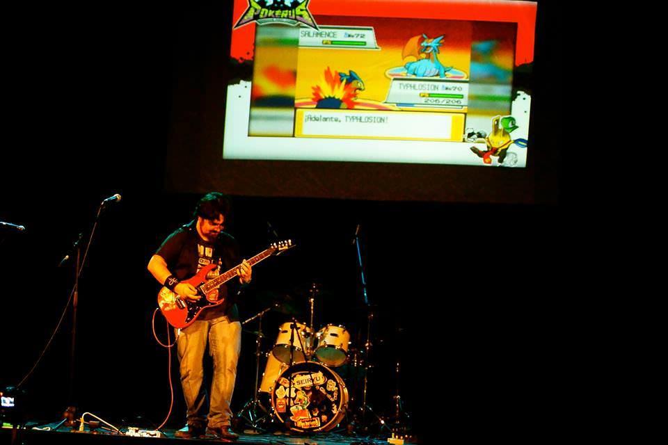 """Pokérus durante el primer festival de música de videojuegos en Chile, VideoGame Sound Arena en 2014, fotografía por """"Yuuko Ichihara"""""""