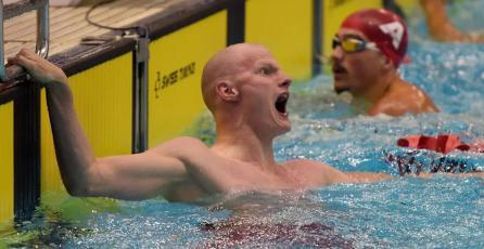 Exjugador profesional de <em>VALORANT</em> gana el oro en los Paralímpicos de natación